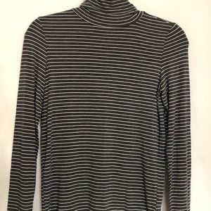 American Eagle Outfitters Sweaters - AMERICAN EAGLE OUTFITTERS SOFT & SEXY TURTLENECK